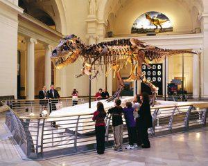 family-museum-visit