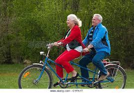 tandem-bike-riders